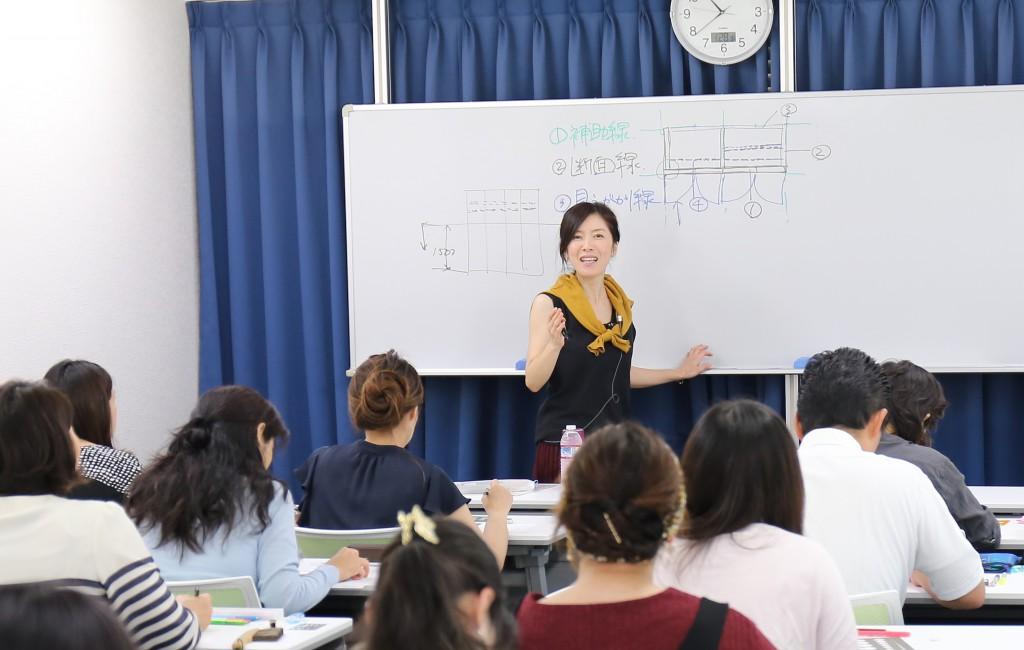 大塚先生講義中写真